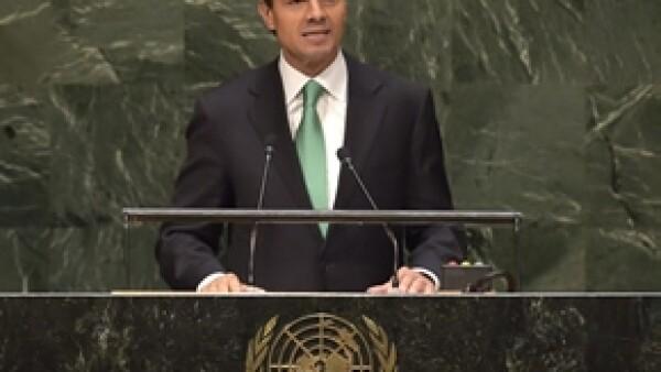 """Peña Nieto anunció este miércoles que el ejército de México se unirá a las misiones humanitarias cuando sea requerido por la ONU pero muchos consideran que la decisión tiene """"doble moral""""."""