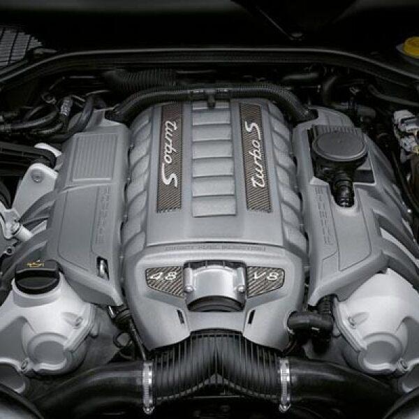 Bajo el capó se encuentra un motor 4.8 litros turbocargado, capaz de dar hasta 550 caballos de fuerza.