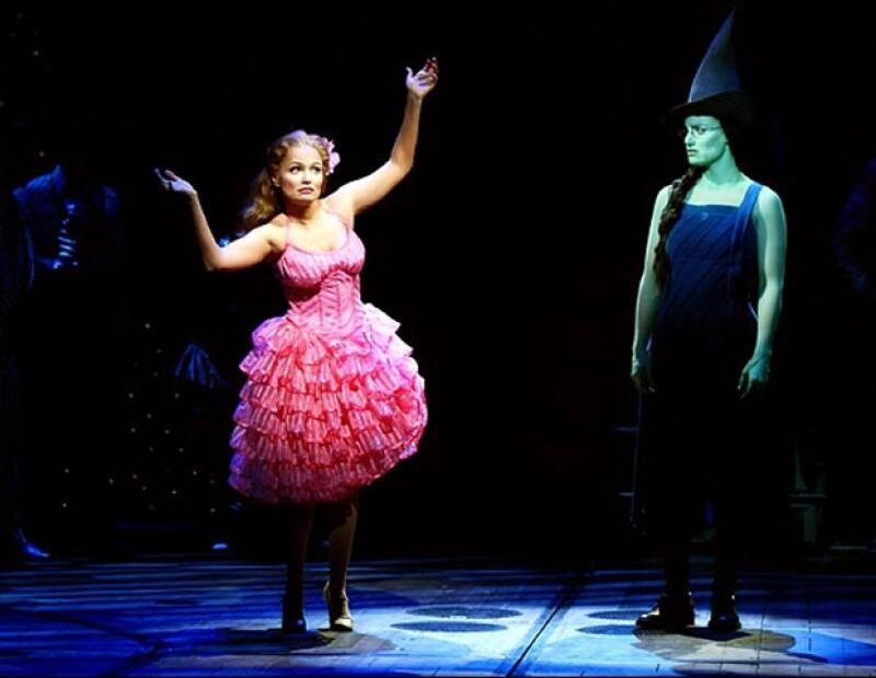 Glinda le dedica el tema Popular a Elphaba.