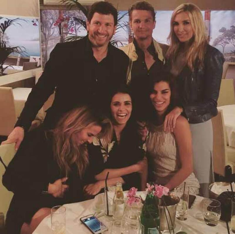 La actriz y la empresaria están en Francia, desde donde han compartido divertidas imágenes juntas de su viaje y sus encuentros con grandes amistades.