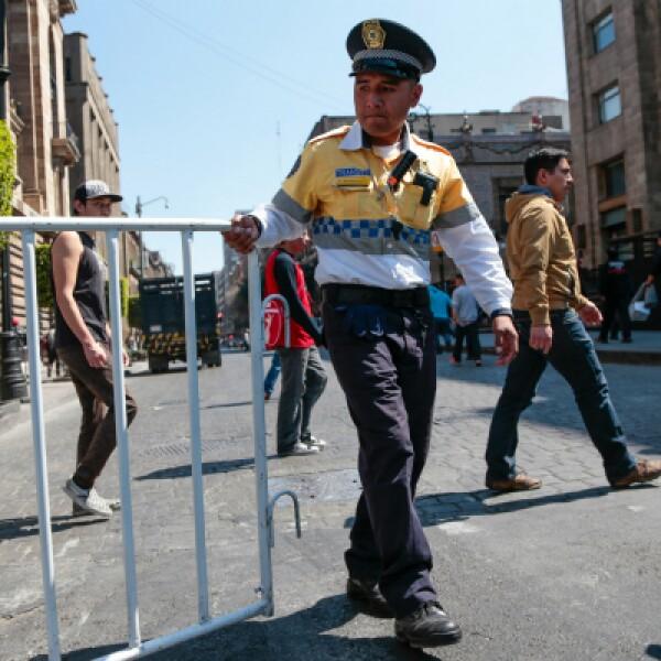 Las calles del Centro Histórico de la Ciudad de México están rodeadas de vallas desde inicio de semana para la visita del sábado.