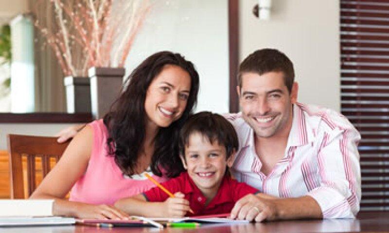 Si tu hijo administra el presupuesto para sus útiles escolares, entenderá la importancia de cuidar el dinero. (Foto: Photos To Go)