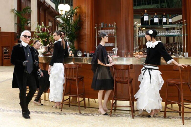 Karl Lagerfeld impresionó con su café Brasserie Gabrielle para Chanel.