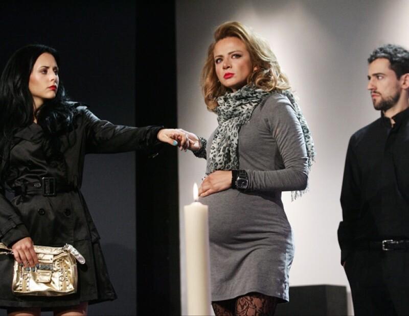 En la obra también participan Zuria Vega y Stephanie Salas.