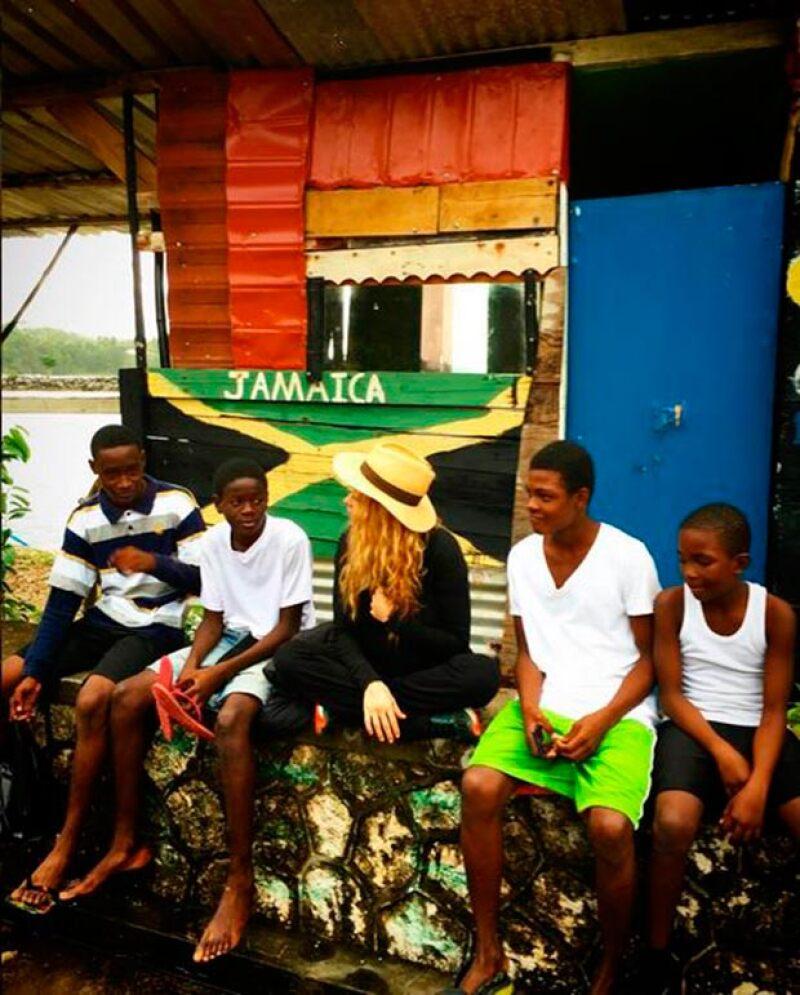 Pau ha mostrado su sencillez con la gente de la isla.