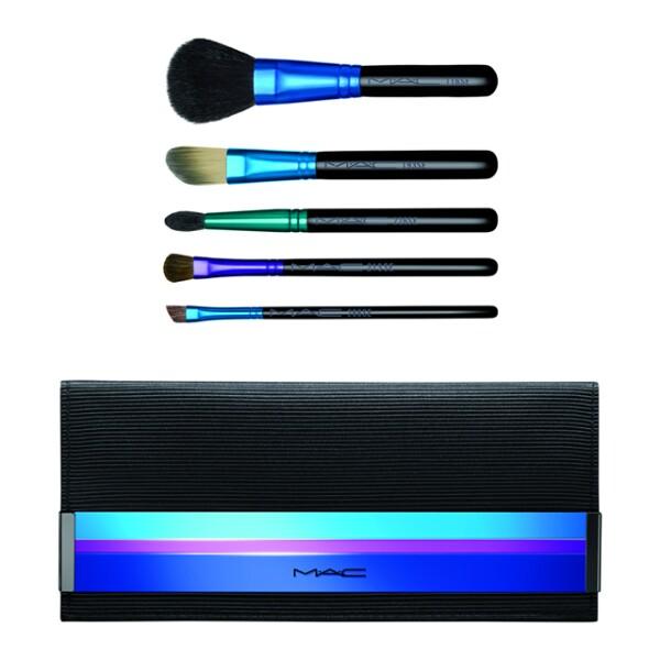 ¿Estás buscando las mejores brochas? MAC Cosmetics presenta el Holiday Brush Kit Enchanted Eve Basic, que incluye cinco brochas distintas para un maquillaje perfecto. maccosmetics.com.mx. 1,150 pesos.