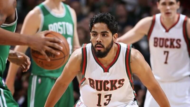 El escolta mexicano Jorge Gutiérrez firmó un contrato multianual con los Bucks de Milwaukee, su último equipo en la NBA