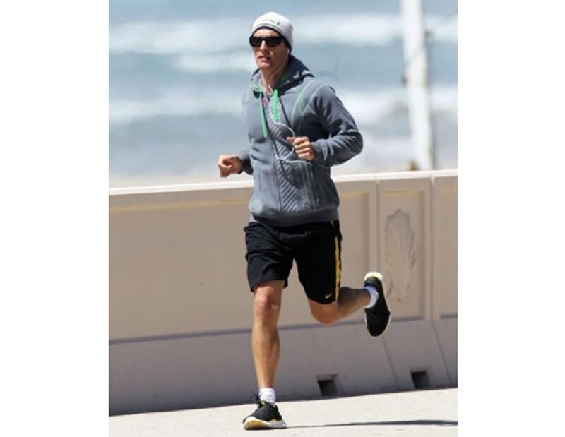 Matthew McConaughey: Además de hacer ejercicio, este galán disfruta de tocar los bongós.