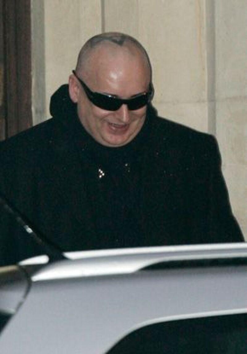 El cantante es acusado de privar de la libertad a un hombre y de golpearlo.