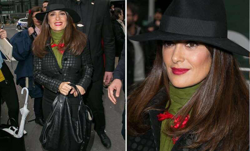 Parece que las fechas decembrinas son las favoritas de la guapa actriz, pues en los últimos días ha vestido ad hoc para la ocasión a cualquier lugar que va.