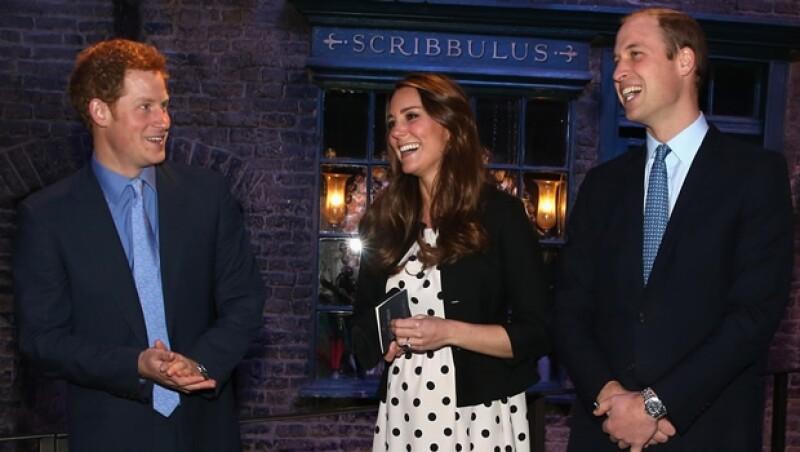 Enrique, Kate y Guillermo hace unos meses durante un evento. Se sabe que Enrique y Kate son buenos amigos.