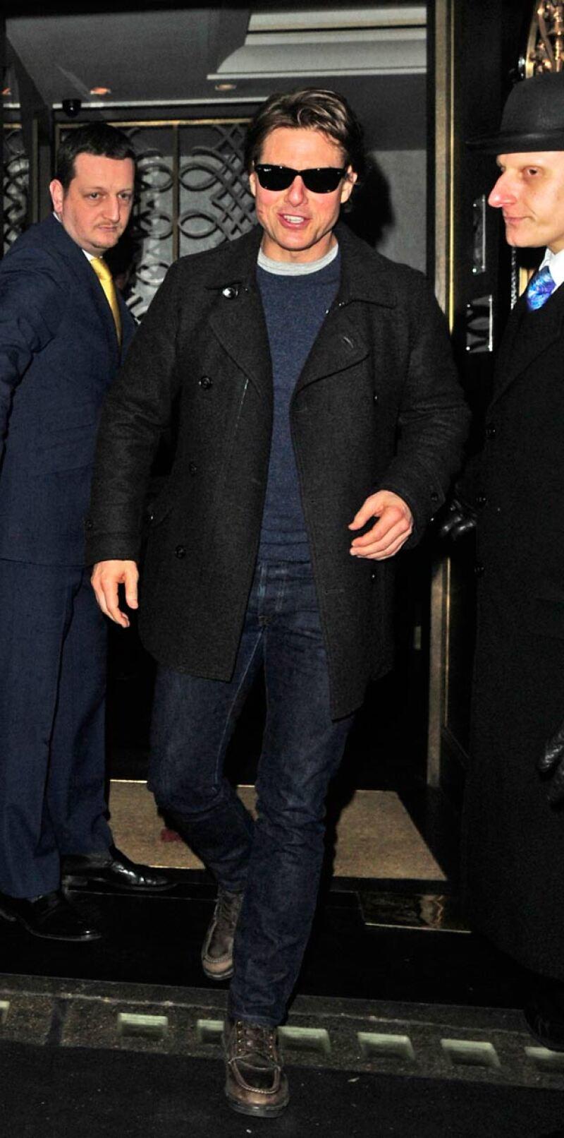 Tom Cruise fue captado muy sonriente después de la cena que compartió con Salma y Penélope.