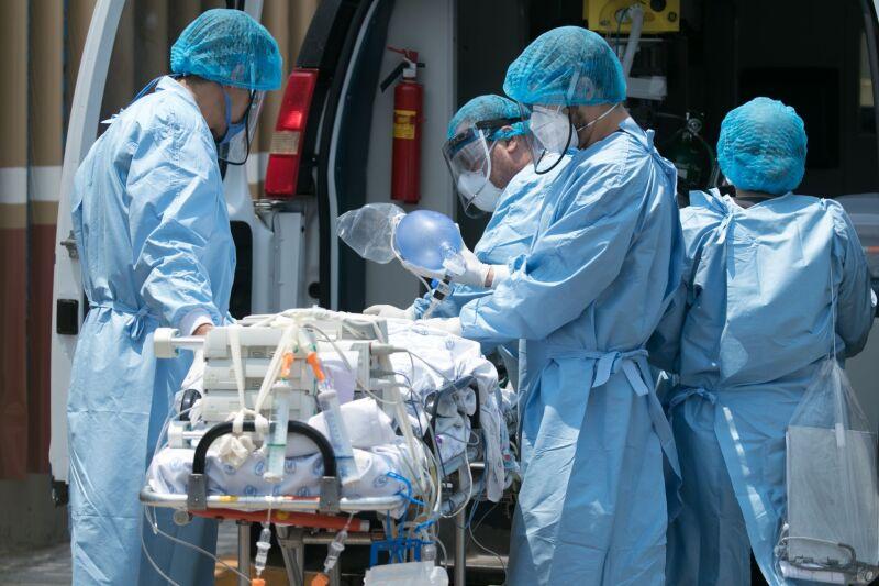 Personal médico realizó el traslado de un menor proveniente del Hospital Pediátrico Infantil al Hospital General de México.