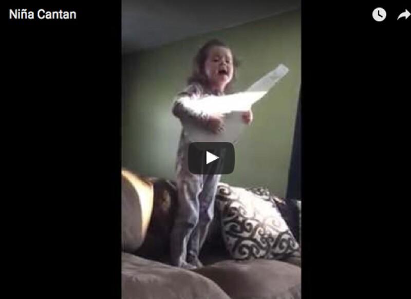 Esta niña ha causado sensación en Facebook.