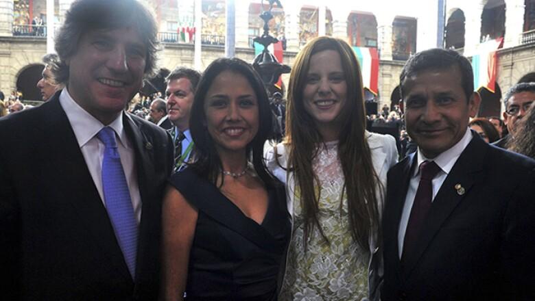 (De izquierda a derecha) El vicepresidente de Argentina, Amado Boudou, la Primera Dama de Perú, Nadine Heredia, la pareja del argentino, Agustina Kampfer, y el presidente peruano Ollanata Humala.