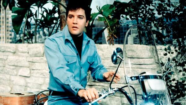 Elvis Presley enamorado de una Harley-Davidson