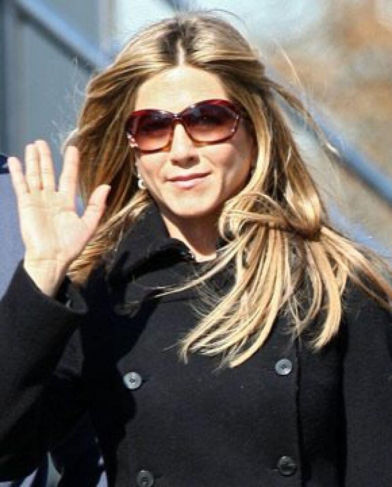 Una fuente cercana a la actriz informó que Aniston considera a su ex compañero de la serie `Friends´, como el cadidato ideal para una inseminación artificial.