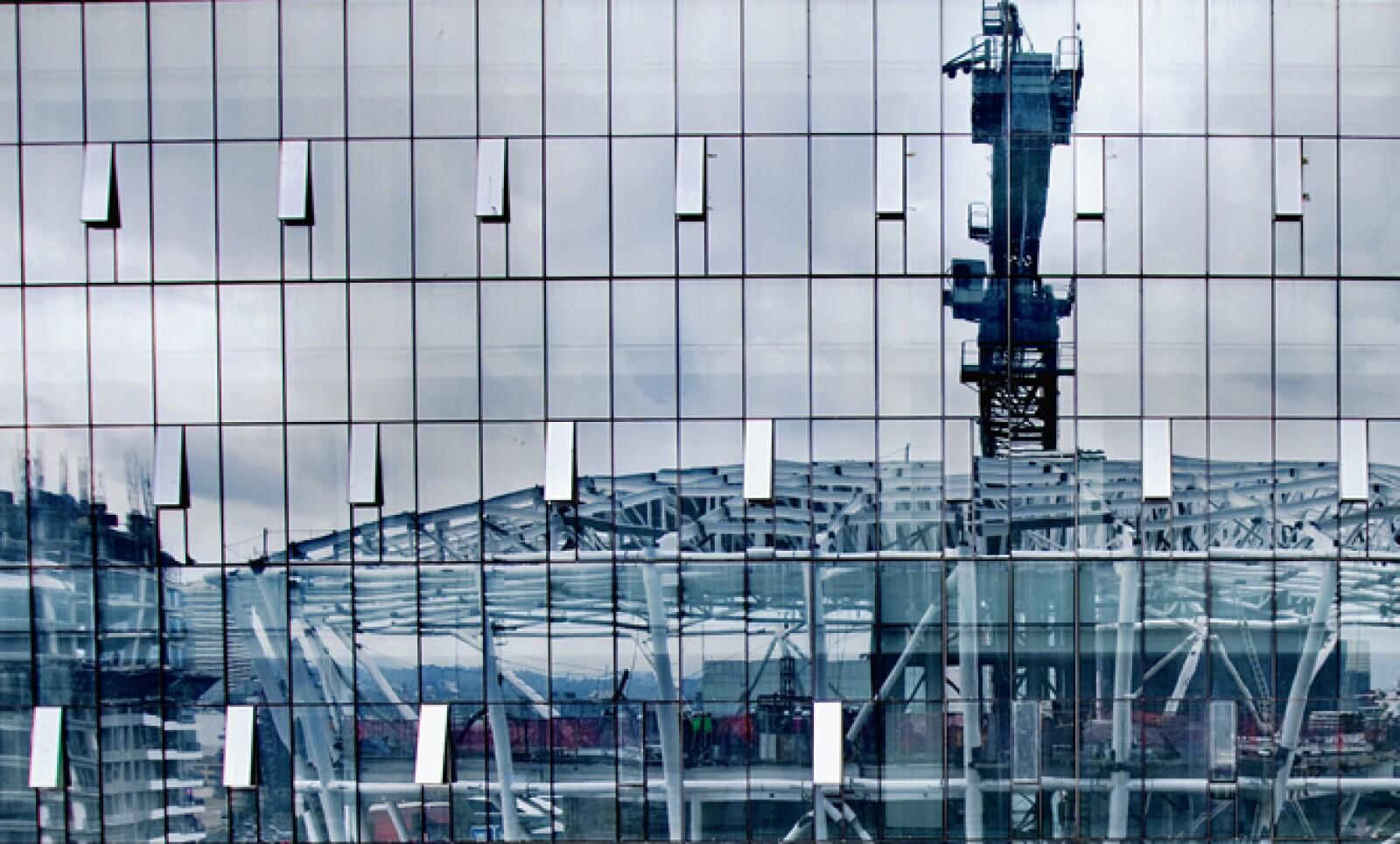 Las toneladas de acero requeridas para construir Plaza Carso (unas 66,000) duplican las que conforman la Torre Eiffel, triplican las de Reforma 222 y quintuplican las del Antara, los dos complejos en la ciudad que más se asemejan a la oferta de esta nueva