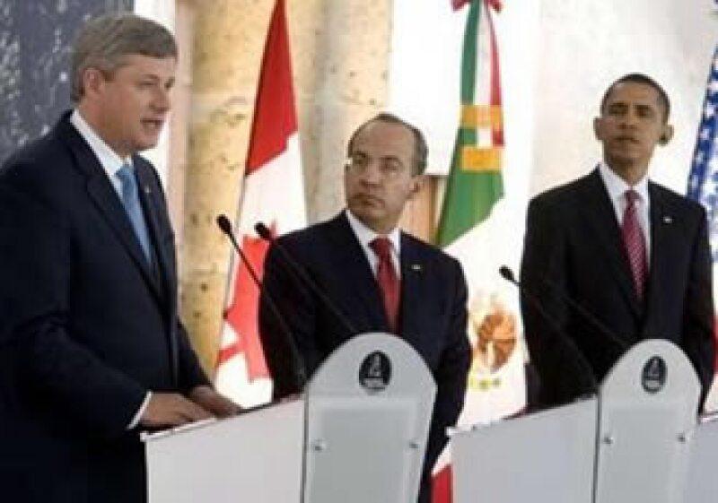 Stephen Harper, Felipe Calderón y Barack Obama reforzarán la cooperación para enfrentar un rebrote de la influenza H1N1 en el próximo otoño. (Foto: Reuters)