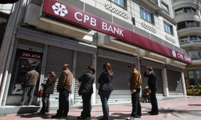 Los bancos de Chipre podrían no ser los únicos que se sometan a nuevas restricciones. (Foto: Reuters)