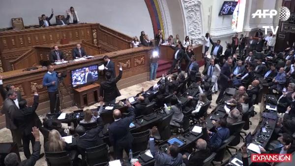 La Asamblea Nacional de Venezuela declara usurpador a Nicolás Maduro