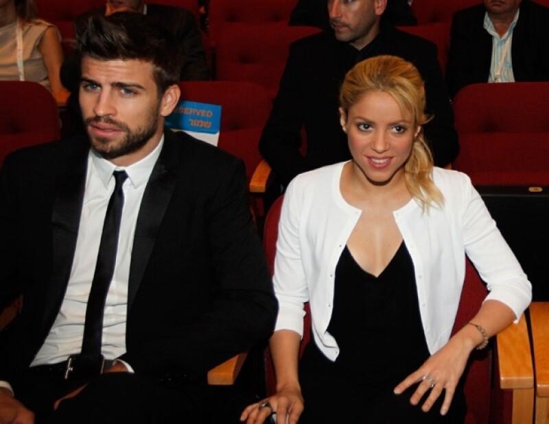 El futbolista Piqué y Shakira han difundido su relación a través de Twitter.
