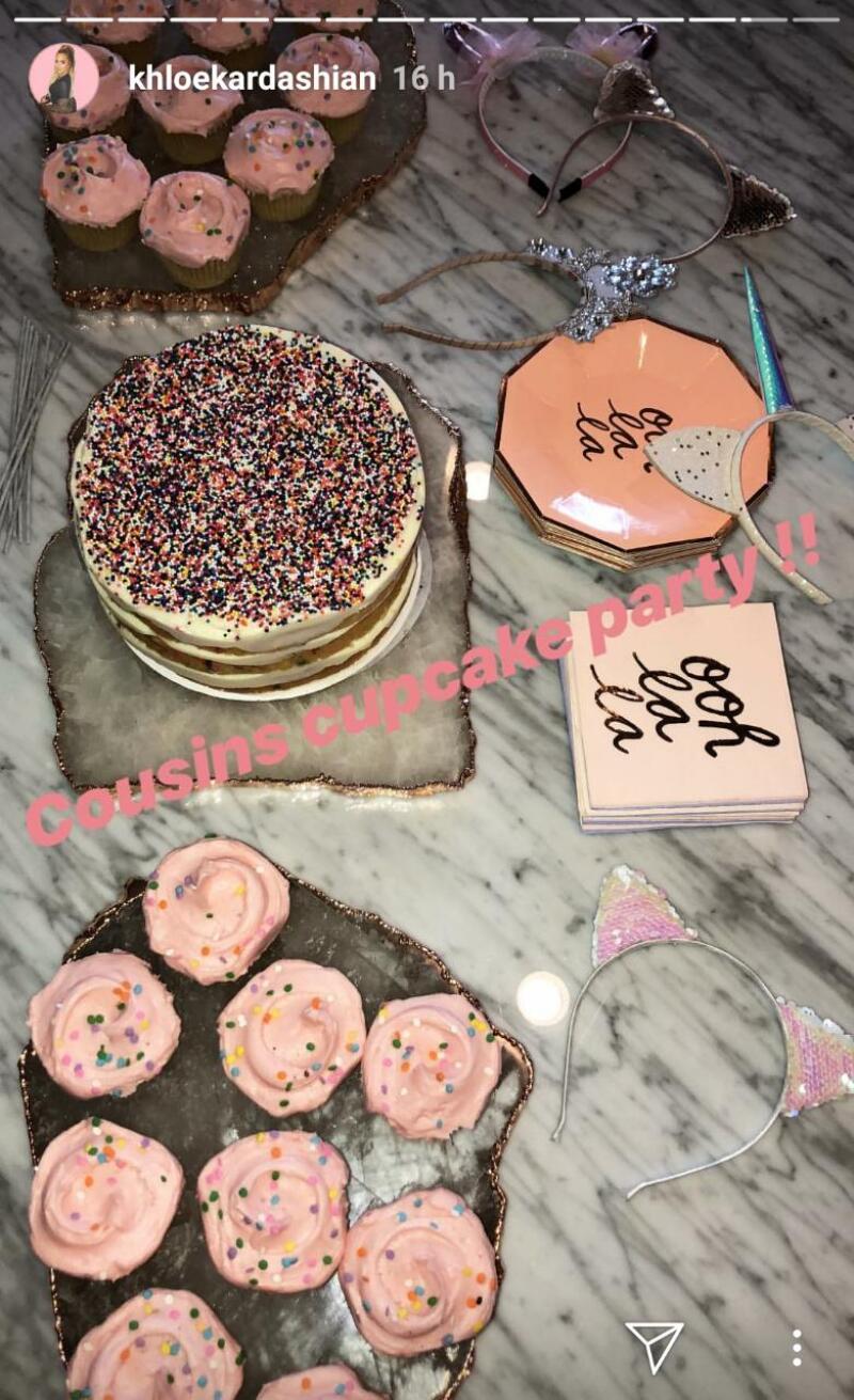 Pastel del cupcake party de las babys Kardashian