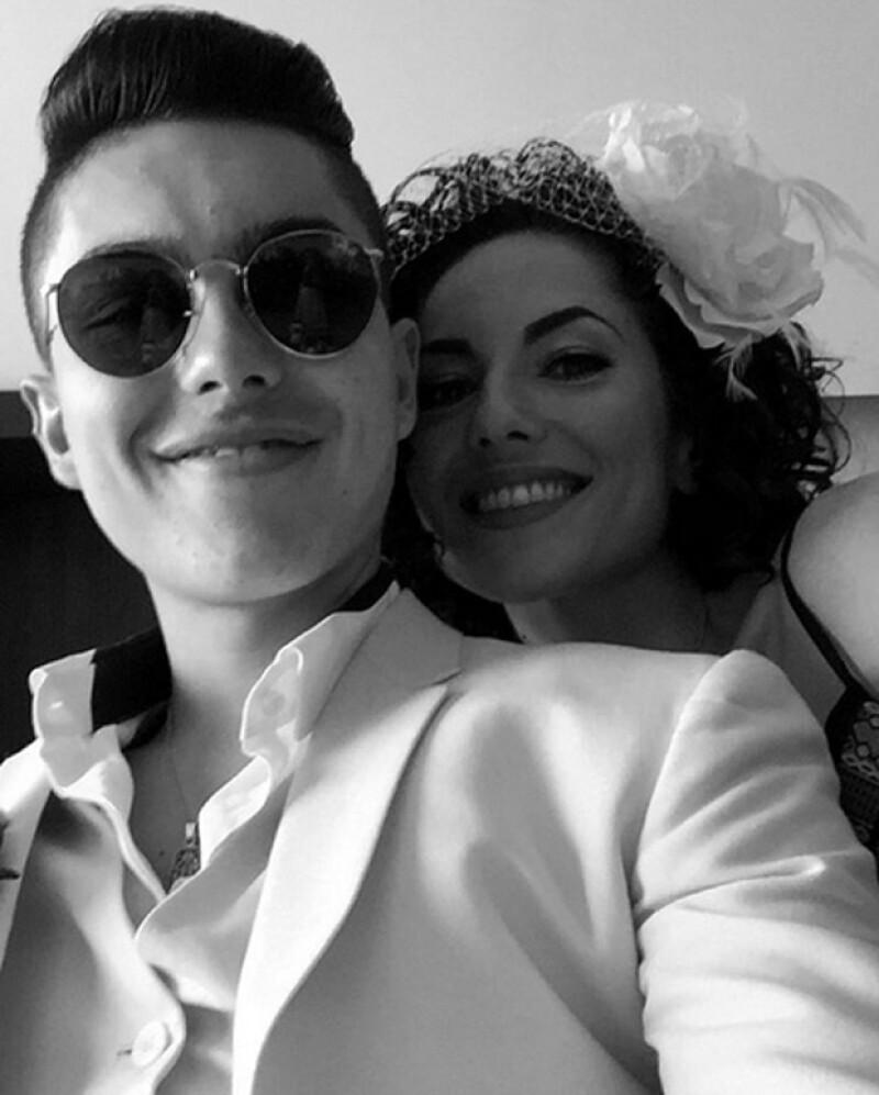 Sergio Mayer con su mamá Bárbara Mori, en el día de su boda.