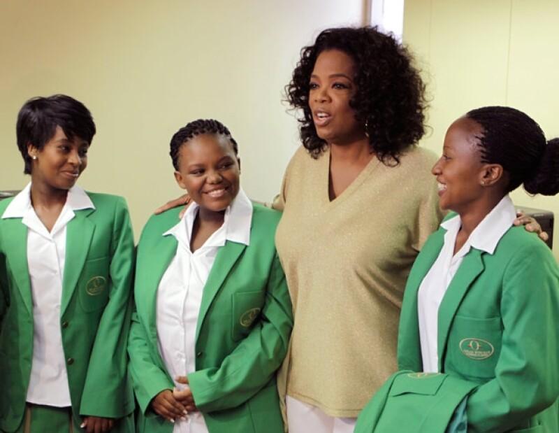 La presentadora de televisión ha invertido 40 millones de dólares en este proyecto educativo para niñas sudafricanas.