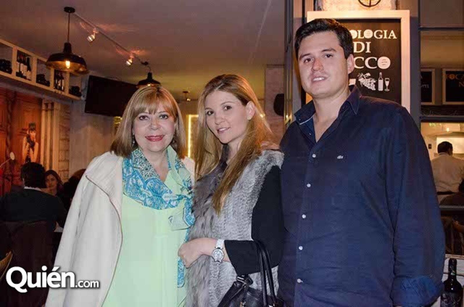 Ramón Chávez,Elaine Braun y Maricarmen Rojo