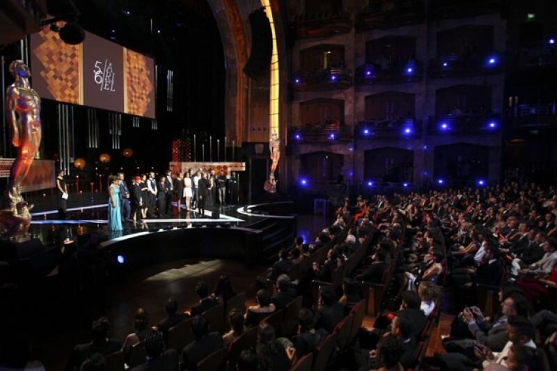 Así lució el escenario de los Premios Ariel en Bellas Artes.