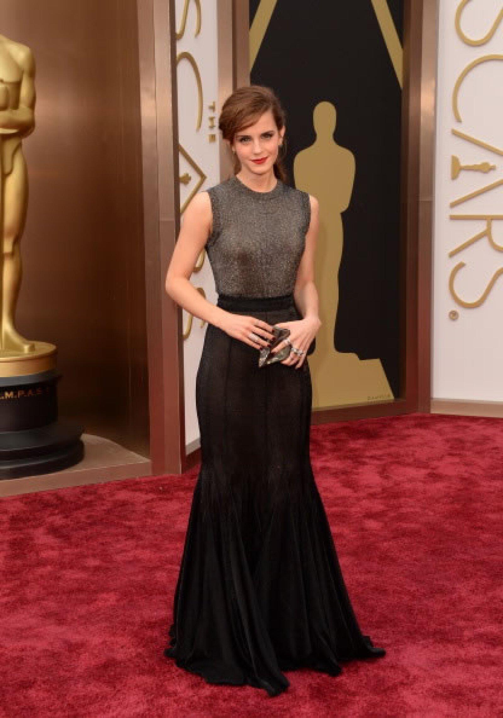 Para los Oscars 2014 la actriz lució espectacular en un vestido de Vera Wang, el cual complementó con unos zapatos Jimmy Choo. El diseño le hizo lucir su definida  figura.