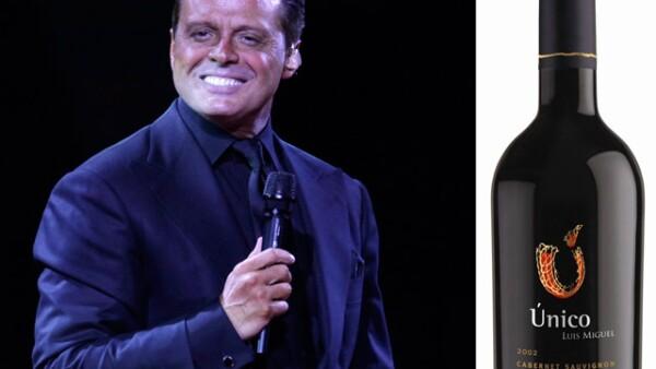 Luis Miguel prefiere tomar de su propio vino `Único´ Cabernet Sauvignon, eso sí siempre en sus copas de bacarat que lleva a todos lados a los que viaja.