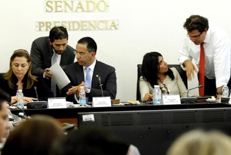 """El PRD y una parte del PAN exigieron que se atiendan sus opiniones, pero Javier Lozano dijo que sólo se aceptarán aquellas """"conducentes""""."""