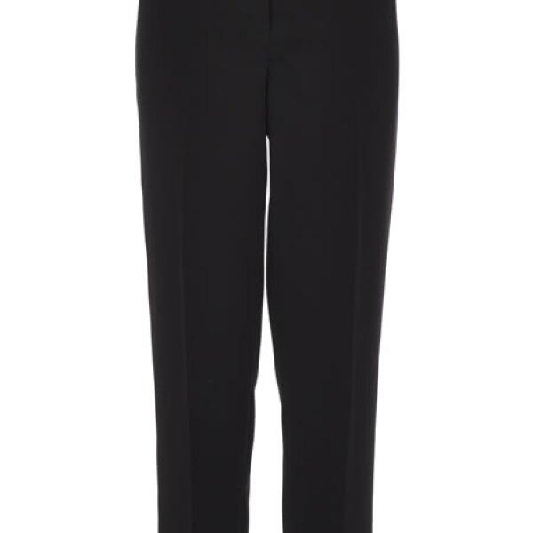 Un pantalón negro como el de Karen Millen es un básico para ella.