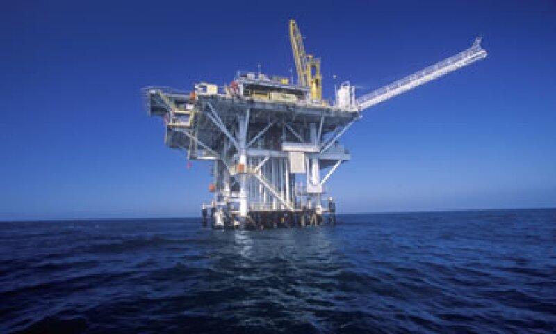 La producción de Pemex ha caído desde su punto máximo en 2004 de 3.4 millones de barriles diario promedio, a cerca de 2.54 este año.(Foto: Getty Images)