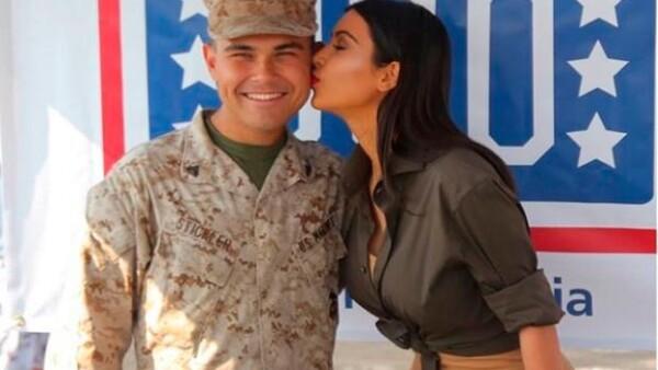 La socialité visitó  una base naval San Diego en Abu Dabhi, donde tuvo la oportunidad de convivir con personal militar.