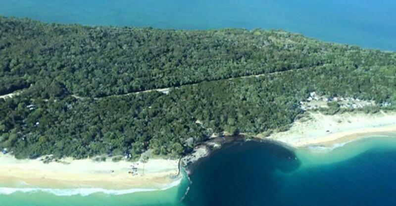 Este domingo varios campistas y turistas fueron evacuados de Inskip Point luego de que varios metros de playa fueran tragados por el mar.
