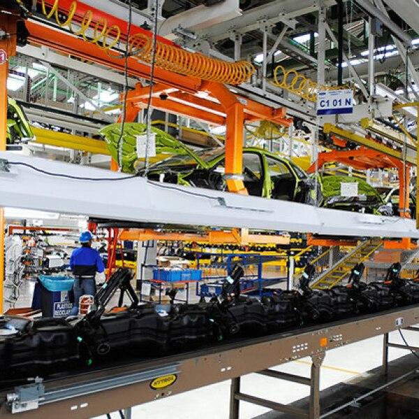 Ocho robots supervisan la calidad de las carrocer�as a un ritmo de 32 unidades por hora.