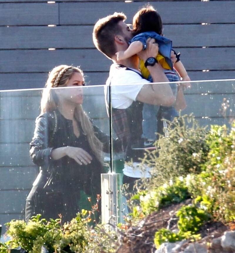 Shakira, Piqué y Milan llegaron a casa de Cesc juntos.