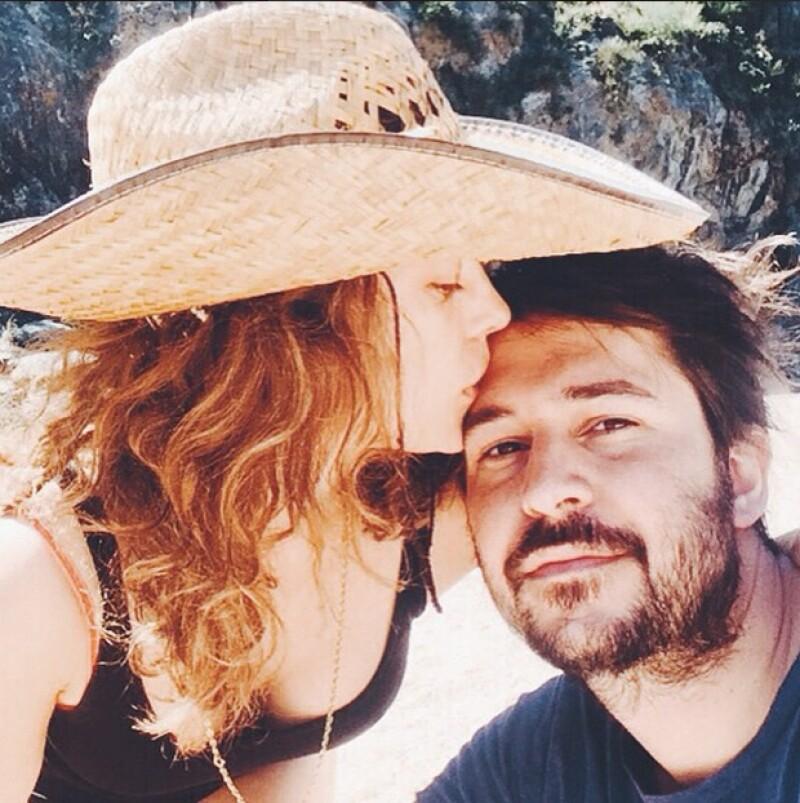 La actriz argentina publicó una fotografía que confirma su romance con el director de cine Santiago Mitre, luego de que algunos medios hablaran de la posibilidad de noviazgo entre ellos.