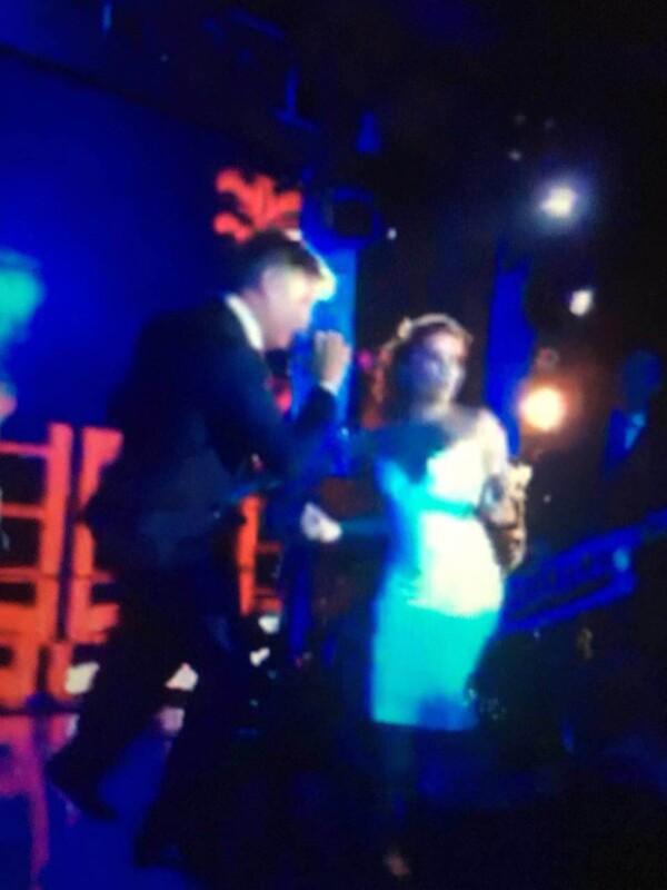 La novia disfrutó al máximo de su fiesta, bailando con la música del cantante puertorriqueño.