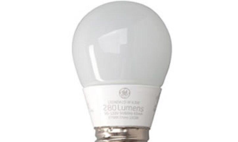 Una bombilla LED puede cambiar de color para adaptarse a los ritmos naturales del cuerpo con ayuda de Apple. (Foto: Tomada de www.gelighting.com )