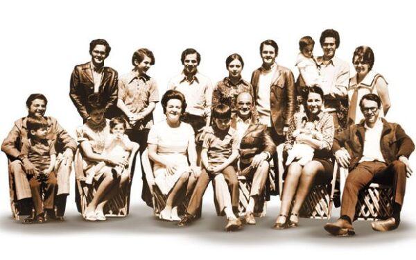 El ex presidente Luis Echeverría Álvarez, quien gobernó de 1970 a 1976, vivió en Los Pinos con sus ocho hijos y su esposa María Esther Zuno.