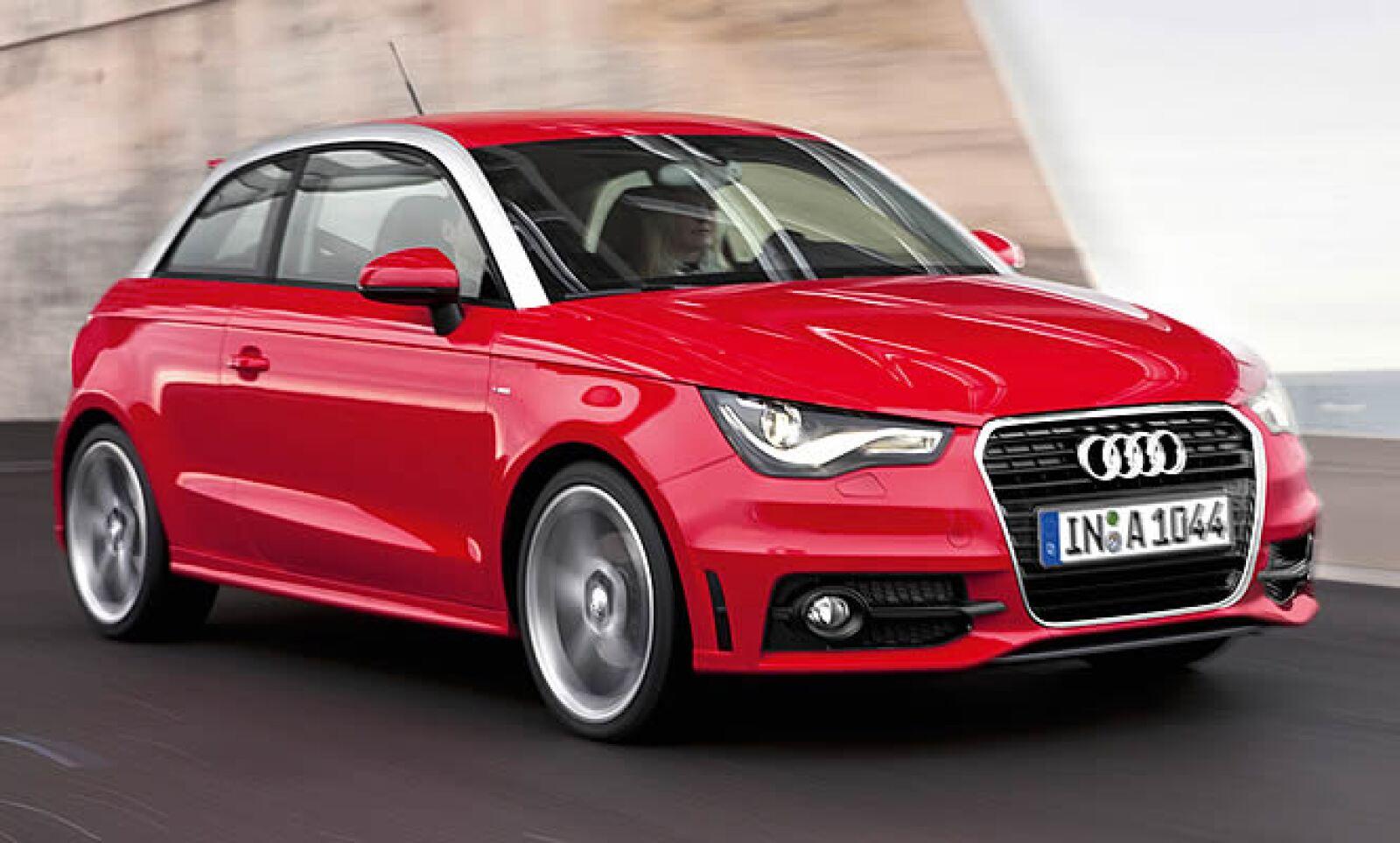 Viene equipado con un motor de 1.4 L 4 cilindros FSI Turbo con 122 caballos de fuerza (hp).