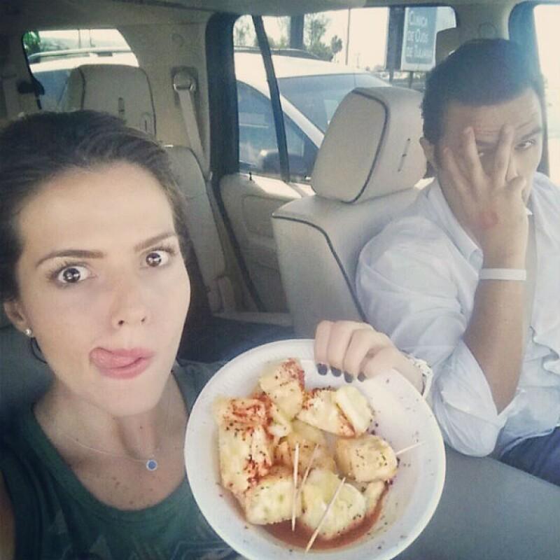 A pesar del tráfico, la pareja busca como sacar el lado bueno hasta de las malas situaciones.