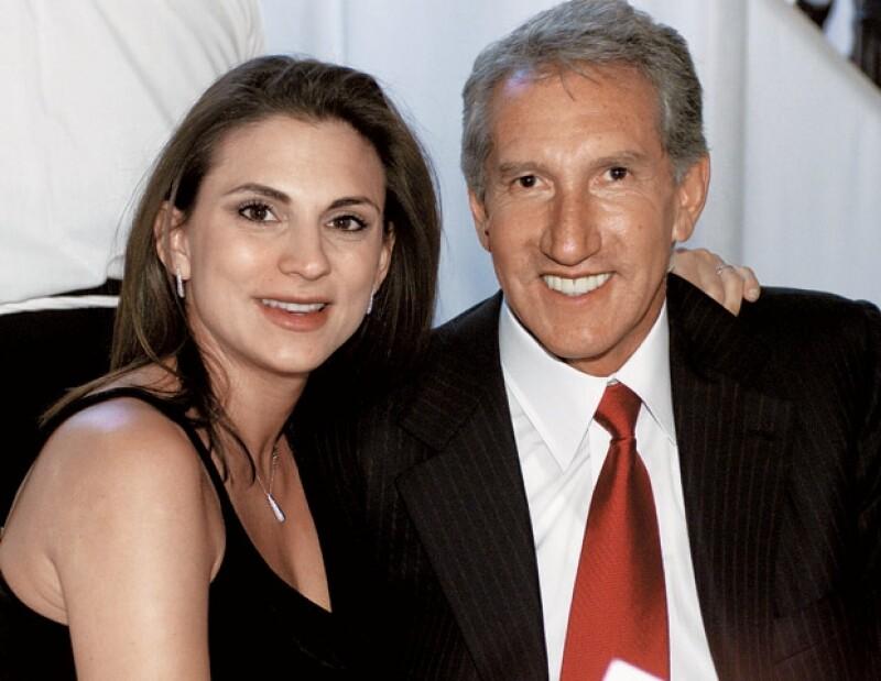 El ex Gobernador del Estado de México y su ex esposa francesa están en una disputa por la custodia de sus tres hijos, sin embargo, alguna vez hubo amor.