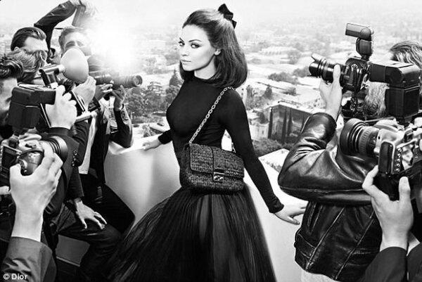 Mila Kunis tuvo una desafortunada salida de Dior.