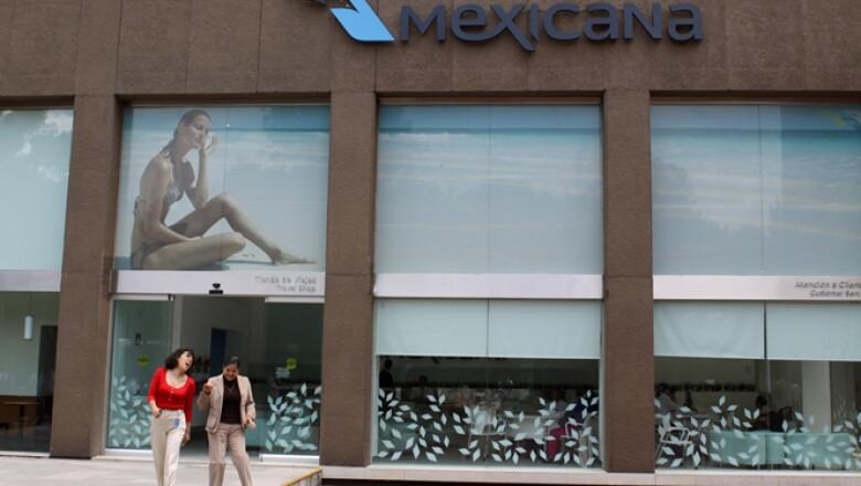 En 2005 Grupo Posadas, encabezada por Gastón Azcárraga, adquirió a Mexicana. Actualmente la PGR busca al empresario y le acusa de operaciones con recursos de procedencia ilícita.