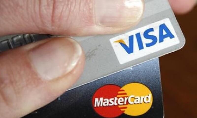 La tasa de interés efectiva de las tarjetas de crédito se redujo a 24.1% en abril pasado.  (Foto: Reuters)